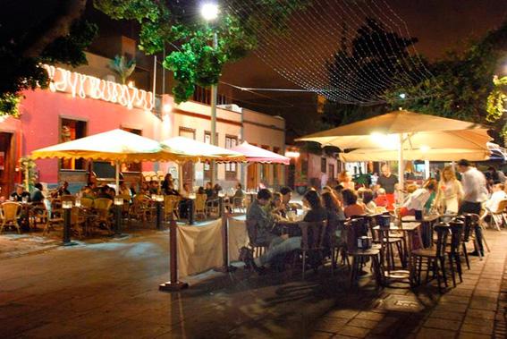 Santa Cruz de noche